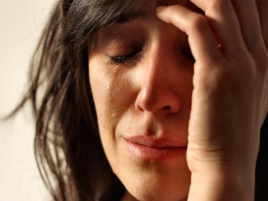 Почему девушки плачут?