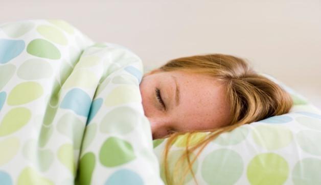 Почему нельзя спать ногами к двери: причины