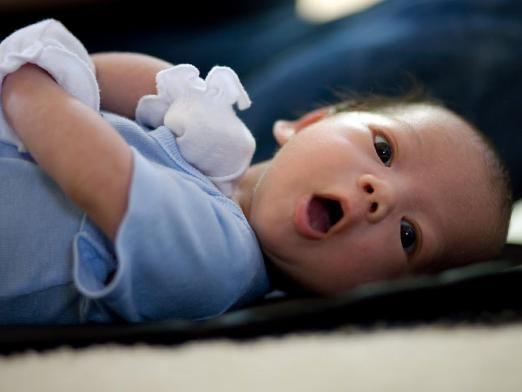 Почему новорожденный икает?