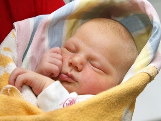 Почему новорожденный кряхтит?