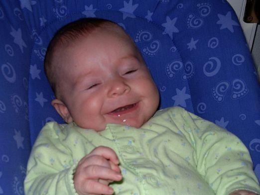 Почему у ребенка текут слюни?