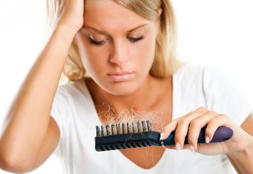Почему выпадают волосы на голове?