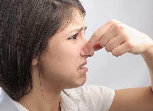 Почему запах неприятный?