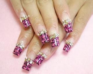 акрилові квіти на нігтях