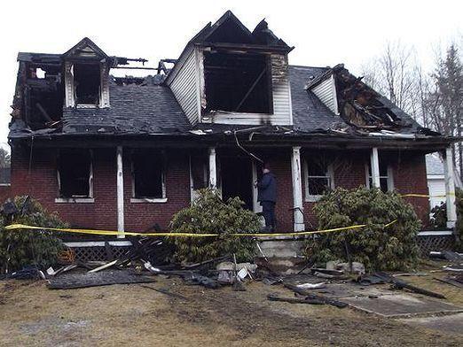 Сгорел дом: что делать?