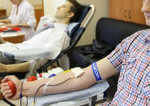 Сколько доноры сдают крови?
