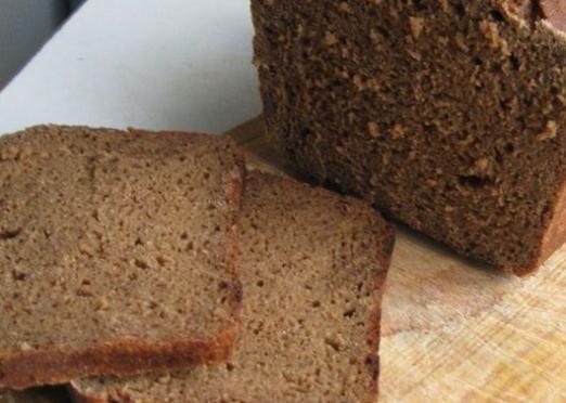 Скільки калорій в чорному хлібі?