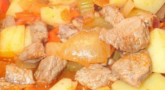 Як готують картоплю з м'ясом