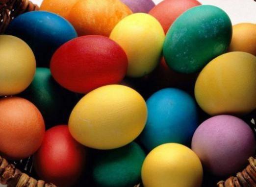 Зачем красят яйца?